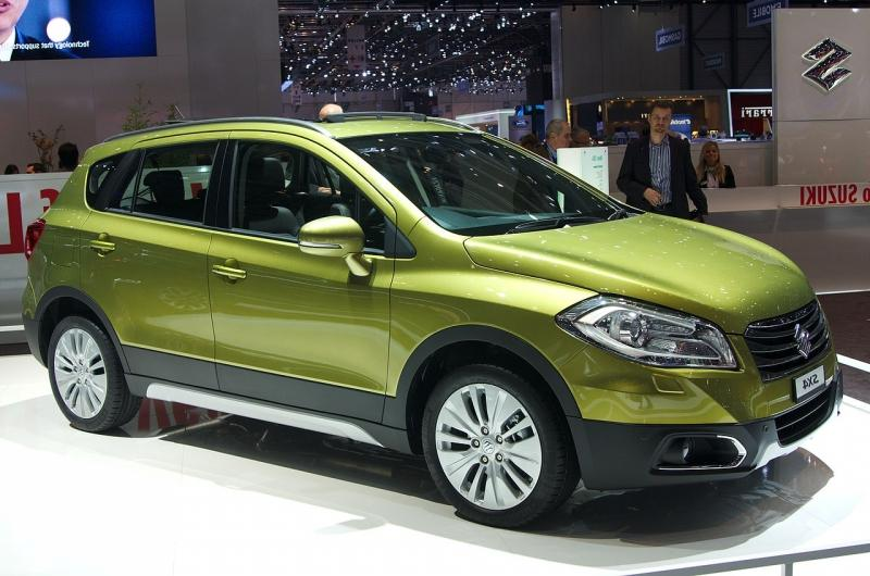 Suzukiu new, larger SX4 at the 2013 Geneva Motor Show
